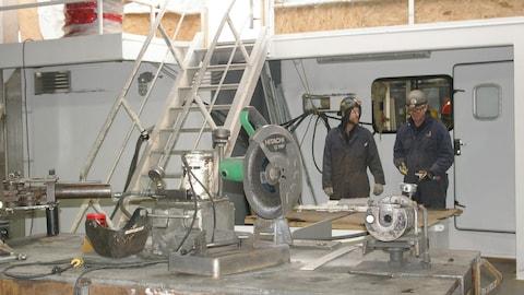 Des travailleurs au chantier Méridien Maritime de Matane