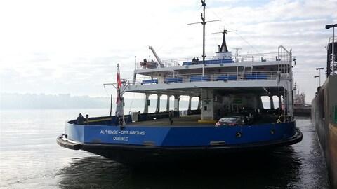 Traversier au quai de Québec