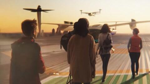 Une capture d'écran montrant un groupe de personnes en train de s'approcher d'un véhicule qui ressemble à un petit avion dont les hélices pointent vers le haut.