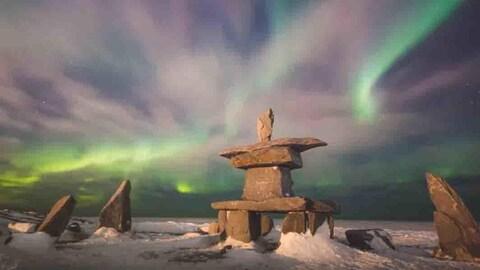 Un inukshuk, une formation de pierre dans la tradition inuite.