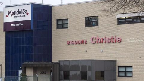 La direction de Mondelez a annoncé le 1er décembre la fermeture de son usine de Montréal, où l'on fabrique notamment les biscuits Oréo. Au total, 454 personnes perdent leur emploi.