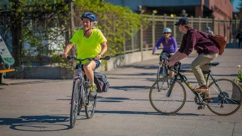 Des cyclistes à Gatineau.