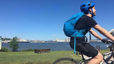 Environ 53 % des cyclistes du Québec portent le casque.