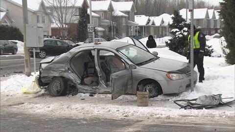La voiture dans laquelle se trouvait Nicholas Thorne-Belance, après la collision survenue dans l'arrondissement de Saint-Hubert, à Longueuil.