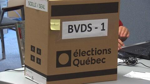 Une boîte de scrutin d'Élections Québec.