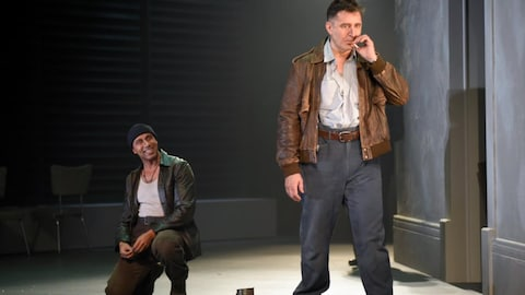 Martin-David Peters et François Papineau dans la pièce « Vu du pont » au TNM
