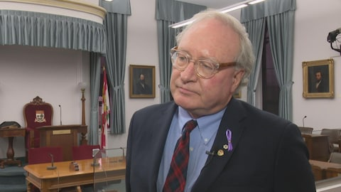 Le premier ministre de l'Île-du-Prince-Édouard, Wade MacLauchlan, assure que les relations entre le gouvernement et les francophones sont bonnes... sauf avec la Commission scolaire de langue française.
