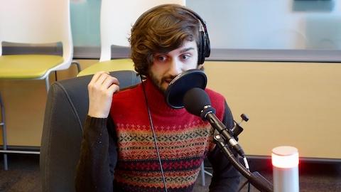 Le jeune humoriste en entrevue à l'émission Le Réveil.