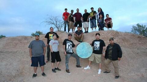 Le groupe de pow-wow Young Spirit Singers de Frog Lake en Alberta