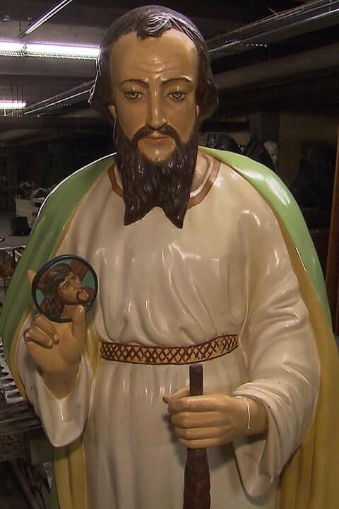 Une statue de Saint-Jude dans la réserve d'objets religieux du Diocèse de Montréal