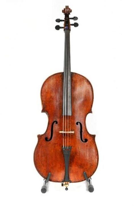 Une photo du violoncelle volé