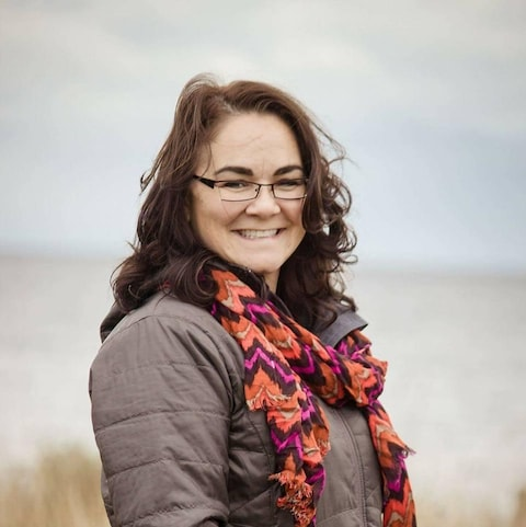 La réalisatrice Heather Condo a fait son premier court-métrage pour garder une trace du savoir-faire de son conjoint. Son film est le premier film autochtone a être sélectionné par la plateforme vimeo pour son Staff Pick Premiere
