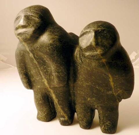 Deux personnages/amis, oeuvre de Barnabus Arnasungaaq