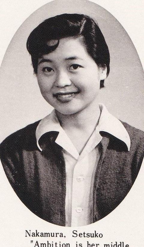 photo en noire et blanc de la femme lors de ses années universitaires