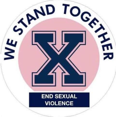 Logo où le «X» emblématique de Saint-François-Xavier se détache d'un cercle rose au-dessus du slogan «End sexual violence» («Mettre fin à la violence sexuelle»).