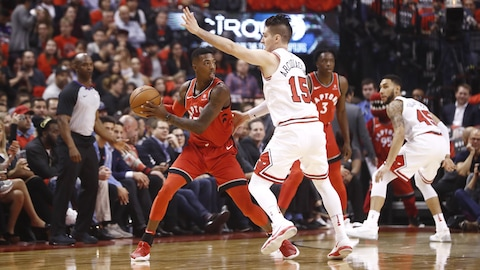 Delon Wright en possession du ballon