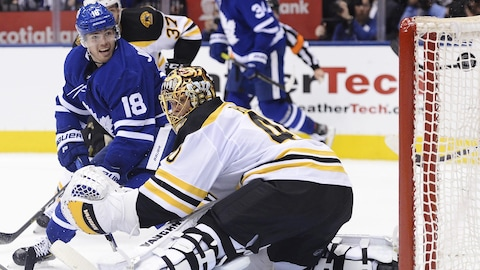 Andreas Johnsson (no 18) et Tuukka Rask (no 40)