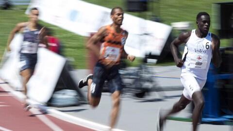 Marco Arop devance la compétition en finale du 800 m des Championnats canadiens d'athlétisme.