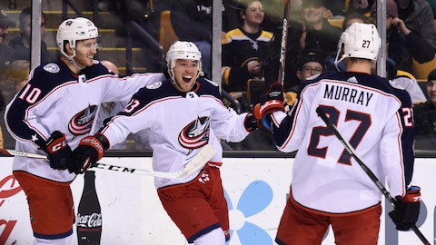 Cam Atkinson (13) célèbre son but en prolongation avec Alexander Wennberg (10) et Ryan Murray.