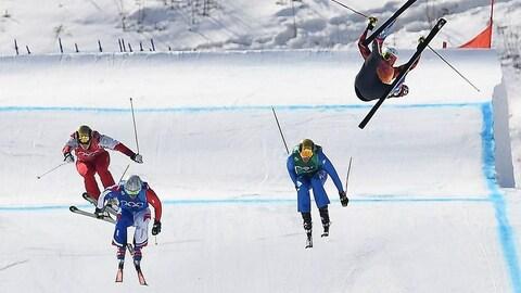 La chute de Chris Del Bosco pendant une course de ski cross à Pyeongchang