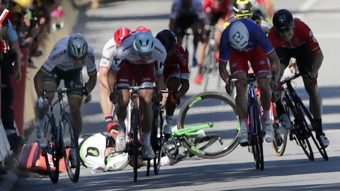 L'Union cycliste internationale (UCI) a statué que Peter Sagan n'avait pas fait tomber Mark Cavendish intentionnellement lors d'un sprint final au Tour de France.