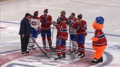 Des membres du Canadien sur la glace du Centre Bell pendant le concours d'habiletés de l'équipe