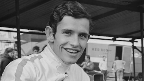 Jacky Ickx sourit au photographe en 1968.