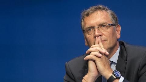 Jérôme Valcke pensif en conférence de presse