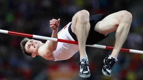 Le Canadien Django Lovett en action aux Jeux du Commonwealth