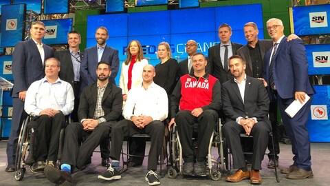 Des membres des médias, du Comité paralympique canadien et des athlètes réunis à 100 jours des Jeux de Pyeongchang.
