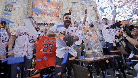 Les joueurs des Astros de Houston célèbrent leur championnat.