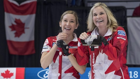 Kaitlyn Lawes et Jennifer Jones