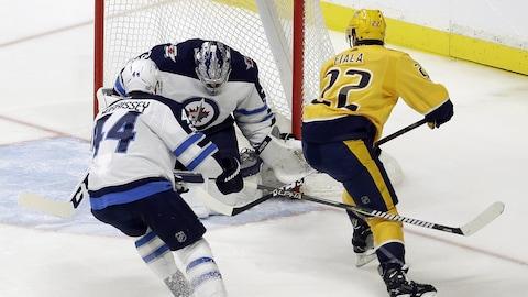 Kevin Fiala compte un but contre les Jets de Winnipeg.
