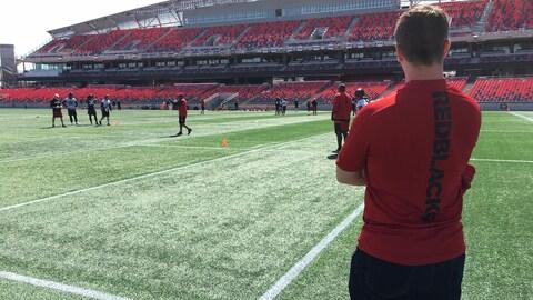 Les joueurs du Rouge et Noir à l'oeuvre pendant le minicamp de l'équipe.