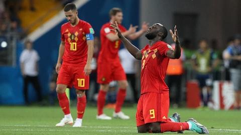 Romelu Lukaku célèbre après la victoire de la Belgique contre le Japon en huitièmes de finale, à la Coupe du monde de soccer.