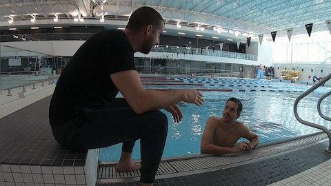 Benoit Huot donne ses conseil au journaliste Michael Roy.