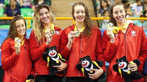 Les Canadiennes ont remporté la médaille d'or au relais 4 × 100 m libre à la première journée de la compétition de natation des Universiades à Taipei.