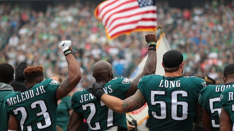 Rodney McLeod #23,  Malcolm Jenkins #27 et Chris Long #56 des Eagles de Philadelphie.