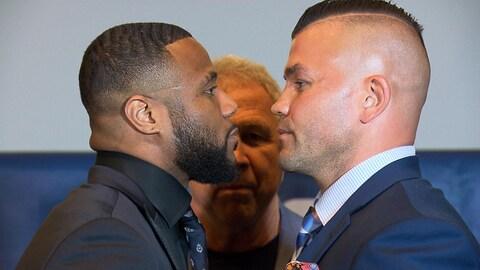 Les boxeurs sont face à face au terme d'une conférence de presse.