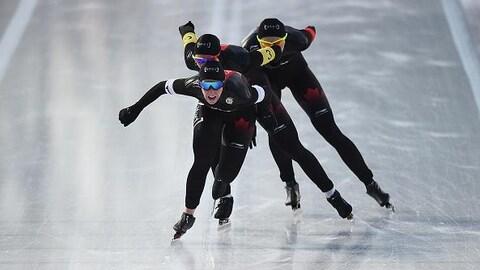 Ivanie Blondin, Isabelle Weidemann et Keri Morrison à l'arrivée de la poursuite par équipea Getty Images)
