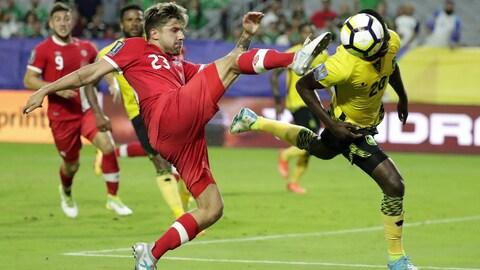Michael Petrasso en action avec l'équipe nationale