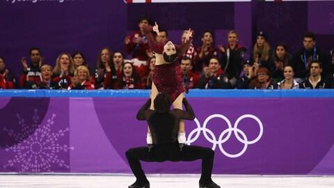 Porté de Tessa Virtue et Scott Moir au programme libre de l'épreuve par équipe