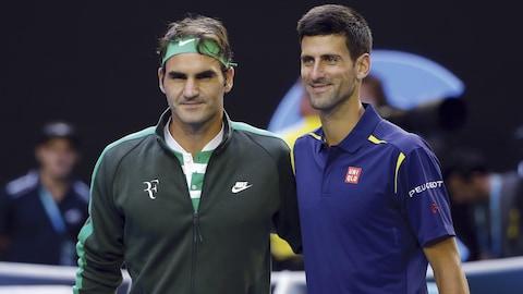 Roger Federer (à gauche) et Novak Djokovic