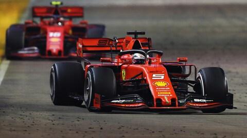 Sebastian Vettel devant Charles Leclerc à Singapour
