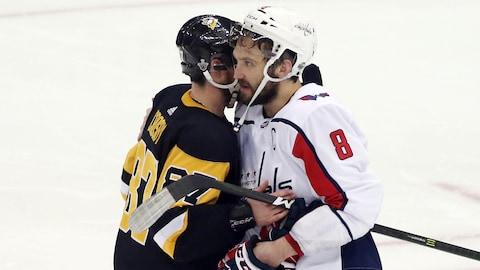 Sidney Crosby (à gauche) et Alex Ovechkin