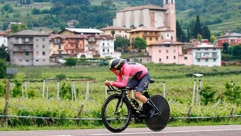 Simon Yates lors du contre-la-montre de la 16e étape du Tour d'Italie.