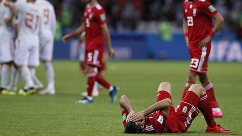 Les joueurs iraniens réagissent à leur défaite de 1-0 contre l'Espagne.