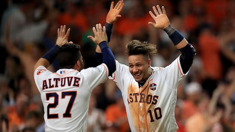 Jose Altuve (no 27) et Yuli Gurriel (no 10)