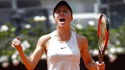 Elina Svitolina, de l'Ukraine, célèbre sa victoire contre Simona Halep.