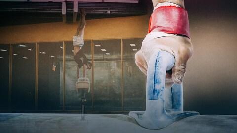 Le gymnaste Thierry Pellerin effectue une figure au cheval d'arçons.